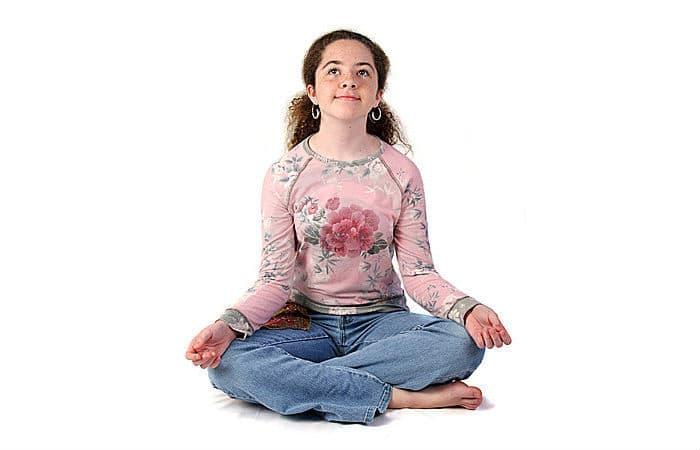 teen-girl-meditating
